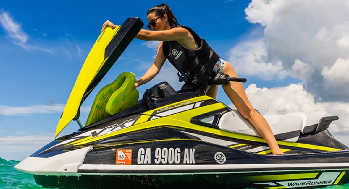 yamaha-waverunners-2019-vx-deluxe-find-right--lifej-acket-pwc.jpg