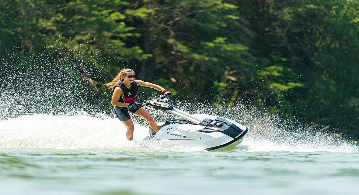 yamaha-waverunners-2021-maxim-features-new-superjet.png